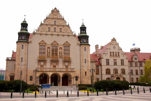 Adam Mickiewicz Universiteti